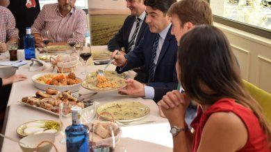 Photo of El cocido madrileño reúne a la Presidenta de la Comunidad de Madrid Isabel Díaz Ayuso y 20 alcaldes del norte de la región